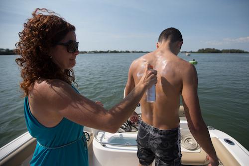 choose reef-friendly sunscreens