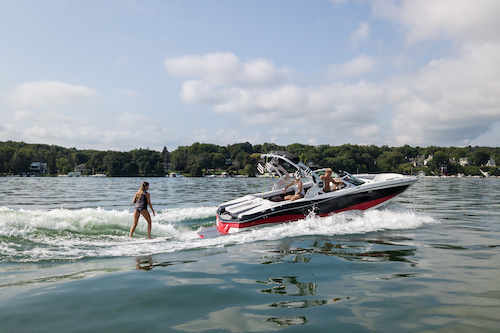 buying a wakesurfing boat